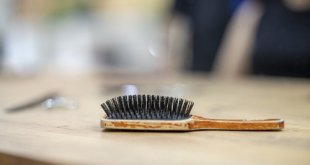 Jak vyčistit kartáč na vlasy
